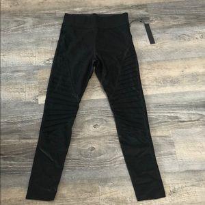 NWT Carbon 38 leggings